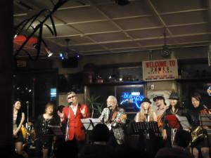 最後にどどっと登場、Third Stoen Bandです。今回はちょっと人数が少なめでした。